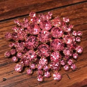 Vintage Jewelry - Stunning large pink rhinestone brooch